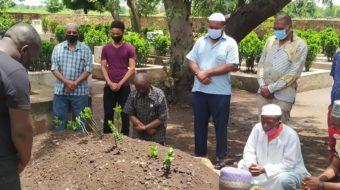 MCP second Veep Harry Mkandawire visits Mia family , pays homage at Sidik's grave